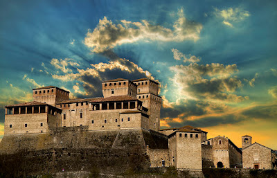 Visita uno dei castelli piu' belli in Emilia Romagna. Vacanze e turismo