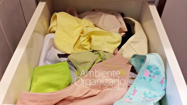 Gaveta de calcinhas desorganizada