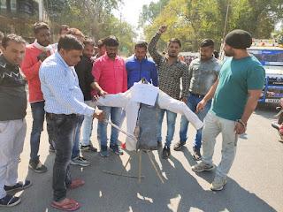युवक कांग्रेस ने अजजा प्रदेशाध्यक्ष कलसिंह भाबर के खिलाफ नारेबाजी कर पुतला दहन किया