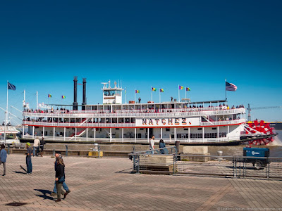 Steamboat Natchez New orleans_by_Laurence Norah