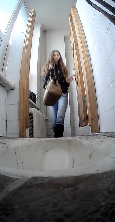 смотреть камера в женском туалете