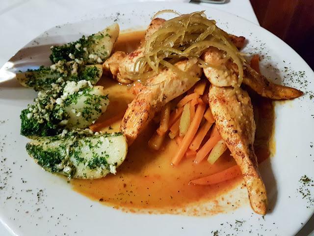 Pollo a la naranja en el restaurante del Cloud Forest Lodge