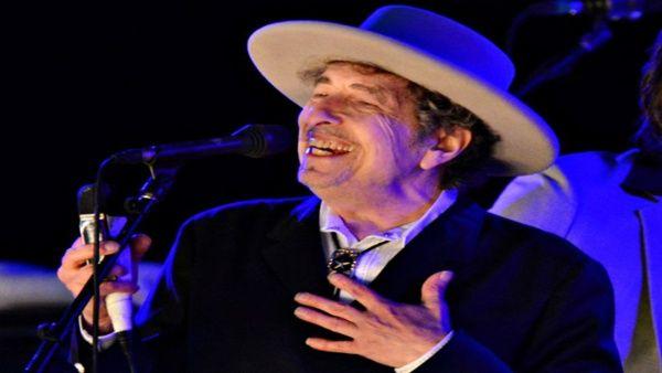 Bob Dylan acepta recibir el Premio Nobel de Literatura