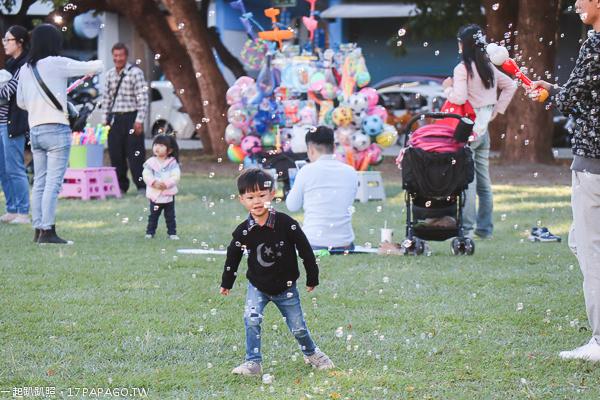 台中西區|台中市民廣場|陽光草坪|親子景點|美好書席|遛小孩和毛小孩好去處