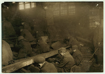 Lewis Hine photo of anthracite breaker boys, Library of Congress