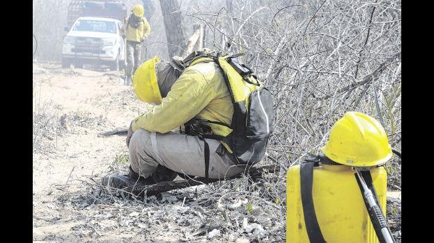 Cuarenta titanes contra el fuego que amenaza con devorar Roboré