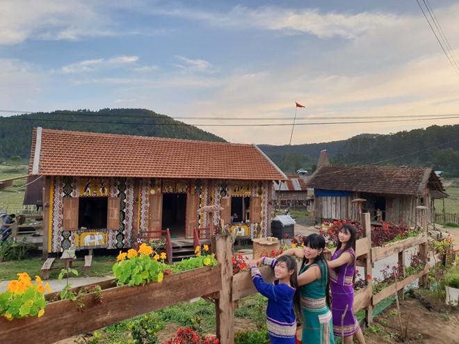 Kon Pring làng văn hóa du lịch cộng đồng