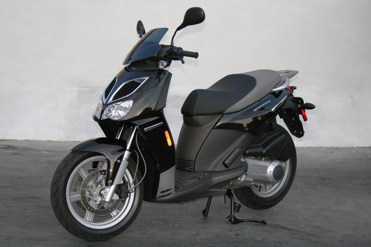 auto stark bikes aprilia sportcity 50 125. Black Bedroom Furniture Sets. Home Design Ideas