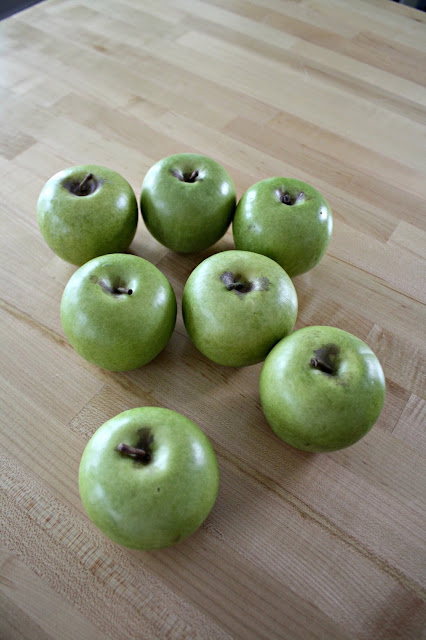 Realistic faux apples