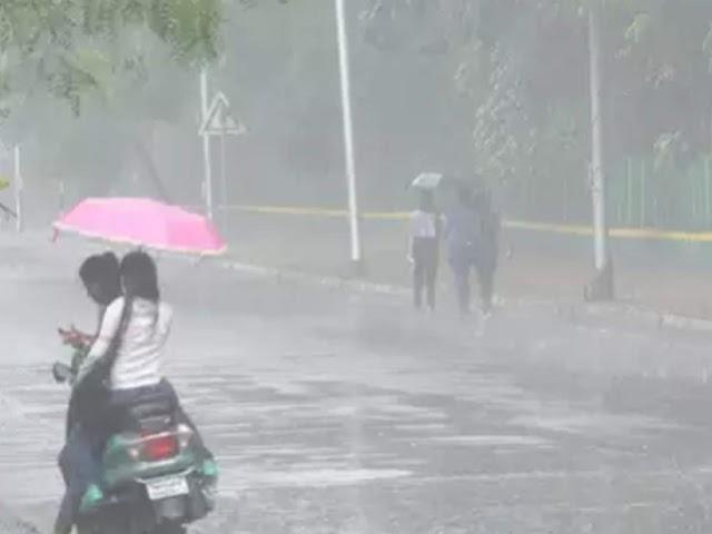 मुंबई में आज बारिश के साथ गरज के साथ बिजली गिरने की संभावना