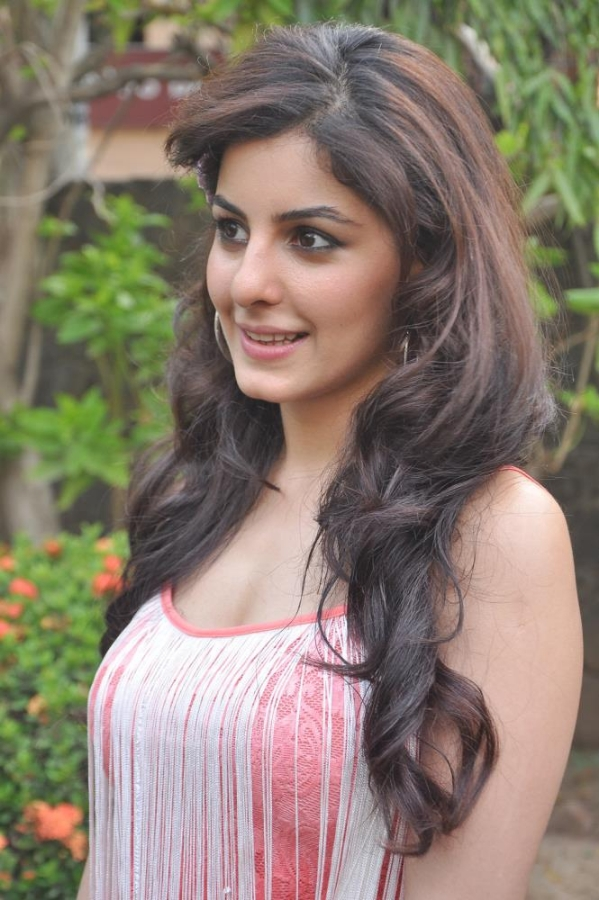 hot gorgeous sexy Isha talwar latest hot pics