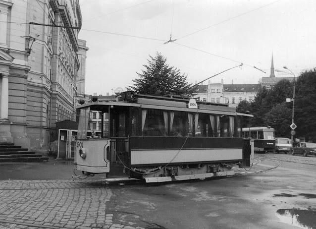 1989 год. Рига. Retro tramvaja loks Radio iela. За ним виден трамвай № 6