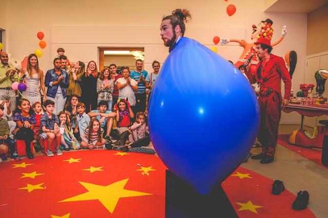 Animação circense com performance Mr. Balão para festas no Rio de Janeiro.