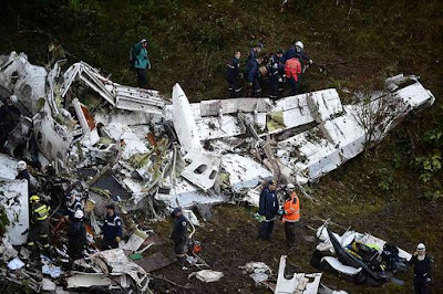 Plane carrying Brazilian football team crashed, 76 dead and 5 survivors
