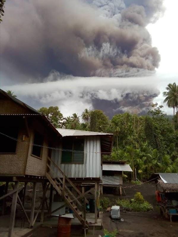 Urgente: Piden a pobladores evacuar inmediatamente, por erupcion destructiva del volcan Manam!