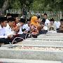 Duduk di Samping Pusara Jenderal Ahmad Yani, Khofifah Ajak 50 Hafidz Do'akan Bangsa