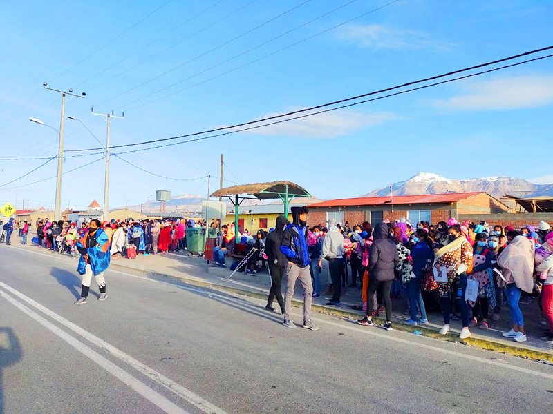 Alcaldes de Colchane, Huara e Iquique relatan crisis por oleada de inmigrantes