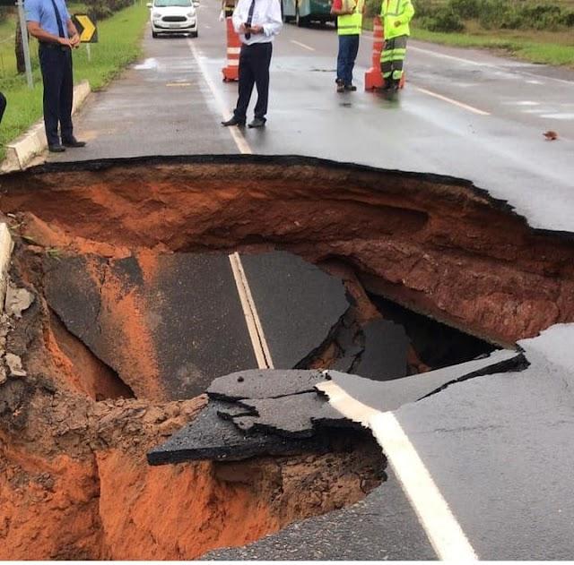 Chuva forte provoca abertura de enorme buraco na Linha Verde