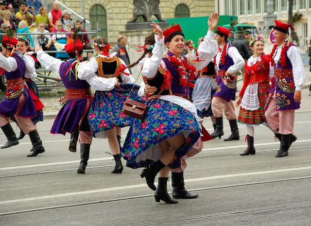 Desfile de trajes tradicionales en la Oktoberfest (Múnich) (@mibaulviajero)