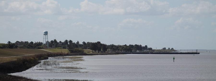 Vista del Lago desde el dique en las cercanías de Pahokee