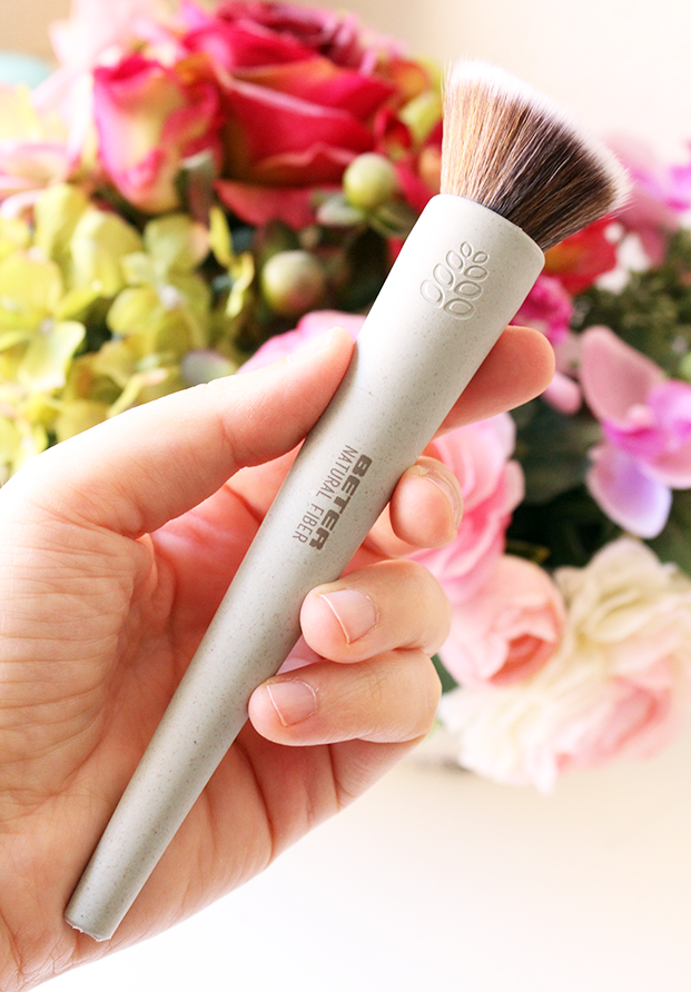 Slanted Liquid Foundation Brush