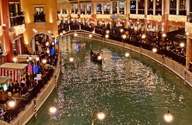 Venice Grand Canal Mall Gondola Ride is Php300 per person