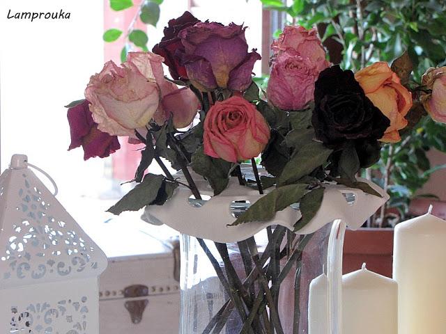 Φτιάξε μια βάση για τα λουλούδια του ανθοδοχείου, για να στέκονται όμορφα.