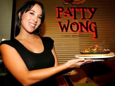 Foto de Patty Wong en su restaurante chifa
