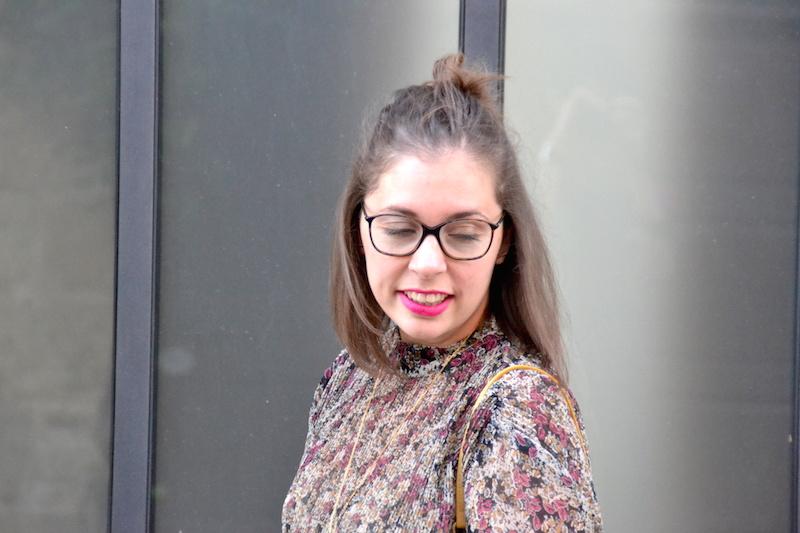 robe à fleurs Zara et lunettes de vue Chanel