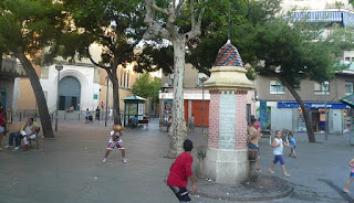 La fuente es el centro de vida de la plaza
