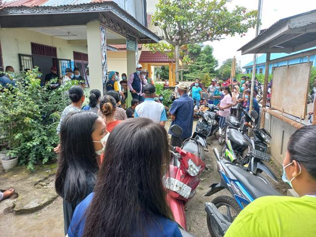 Penyuntikan Vaksin Kepada Masyarakat Mariah Jambi Didampingi Oleh Personel Jajaran Kodim 0207/Simalungun