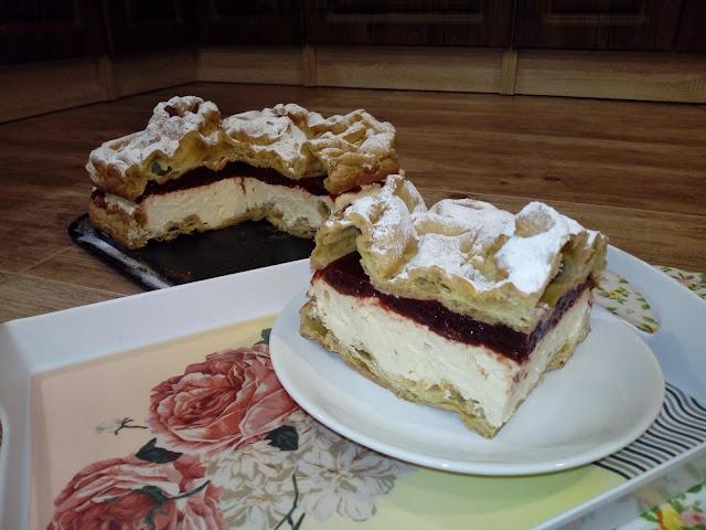 karpatka z musem truskawkowym karpatka z kremem budyniowym karpatka waniliowo truskawkowa ciasto z kremem ciasto z musem truskawkowym
