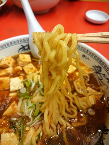 マーボーラーメンの中華麺の写真