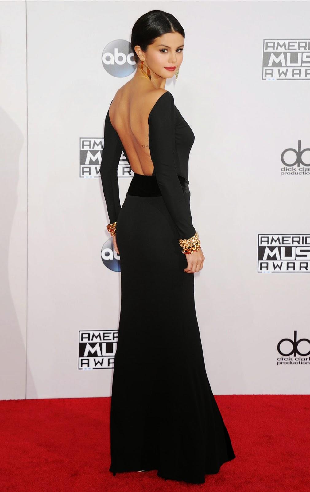 Selena Gomez Arrives At The 2014 American Music Awards In