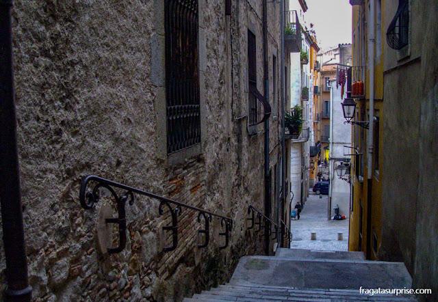 Rua do bairro judeu medieval de El Call, Girona, Catalunha