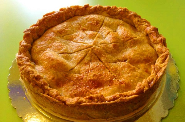 How to make apple pie with walnuts and cinnamon