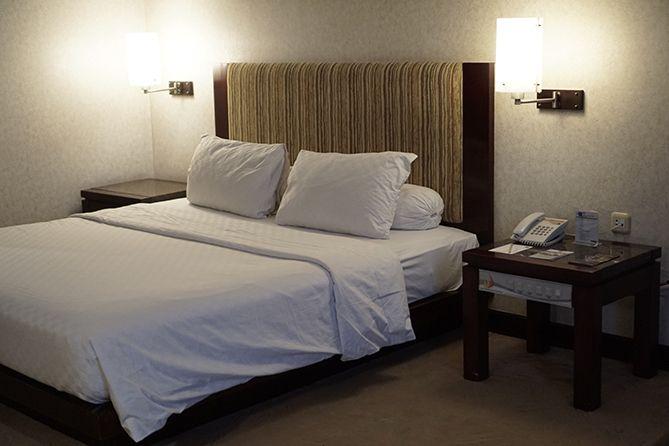 Kamar di Grand Wahid Hotel Salatiga cukup luas