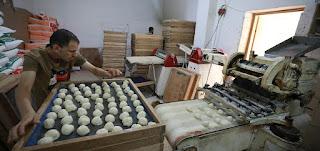 صم بكم عمي منتجون.. مخبز فلسطيني تديره البصيرة والإشارة