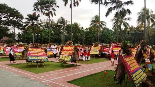 Lagi, Karangan Bunga dengan Nama Pengirim Tak Jelas Penuhi Balai Kota Jakarta