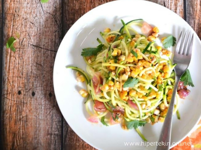 ROASTED CORN AND ZUCCHINI SALAD WITH CHILI LIME VINAIGRETTE
