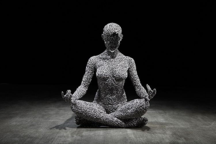 Breathtaking Life-Size Sculptures Made Of Bicycle Chains Realistically Express Human Emotions