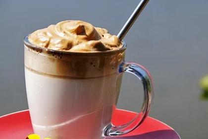 Membuat Dalgona Coffee Tanpa Mixer, Dalam 5 Menit Saja