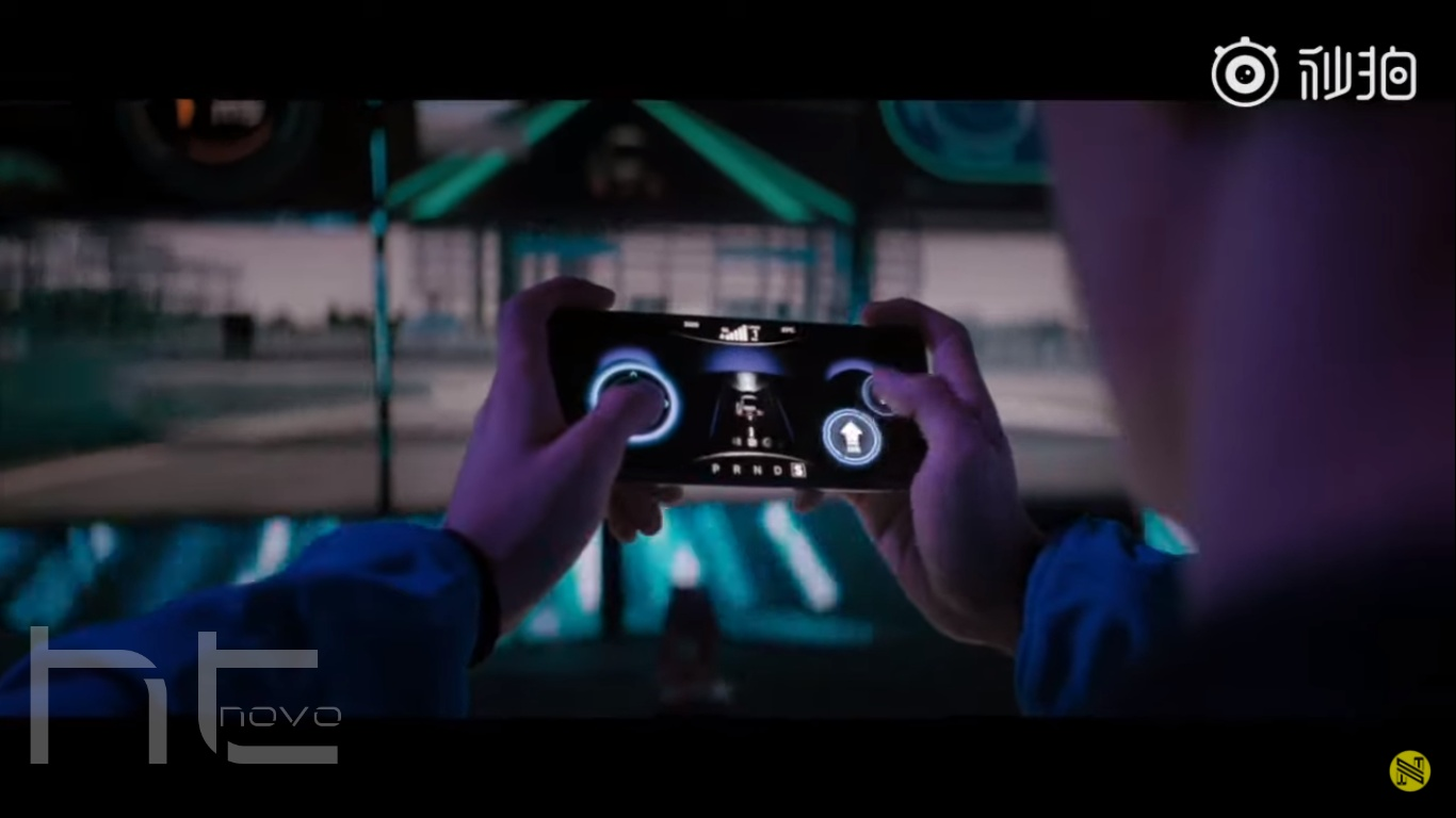 Guarda Xiaomi Mi 10 Ultra 5G pilotare da remoto un'auto da corsa | Video