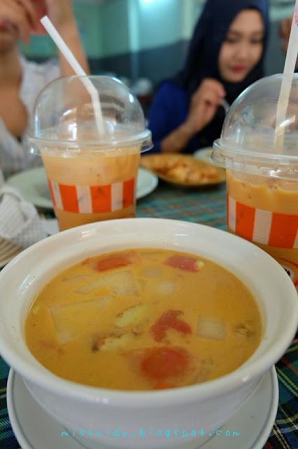 makan siang di phi phi island