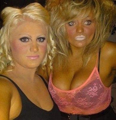 Hässliches Foto - Frauen mit zu viel MakeUp