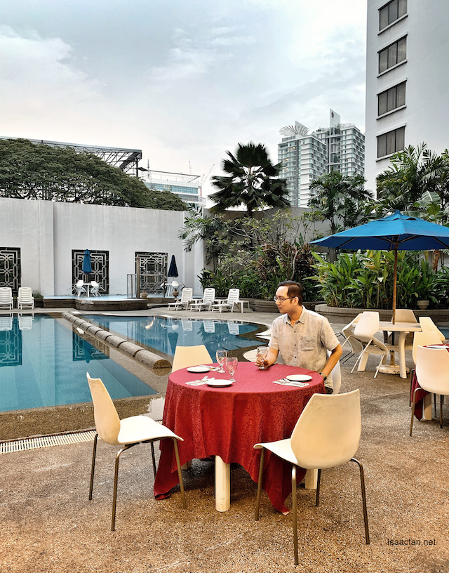 Lovely Poolside Dining