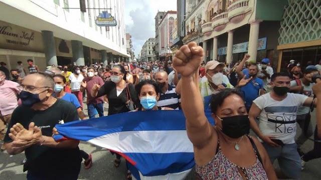 """Manifestantes se expresan en La Habana al grito de """"libertad"""""""