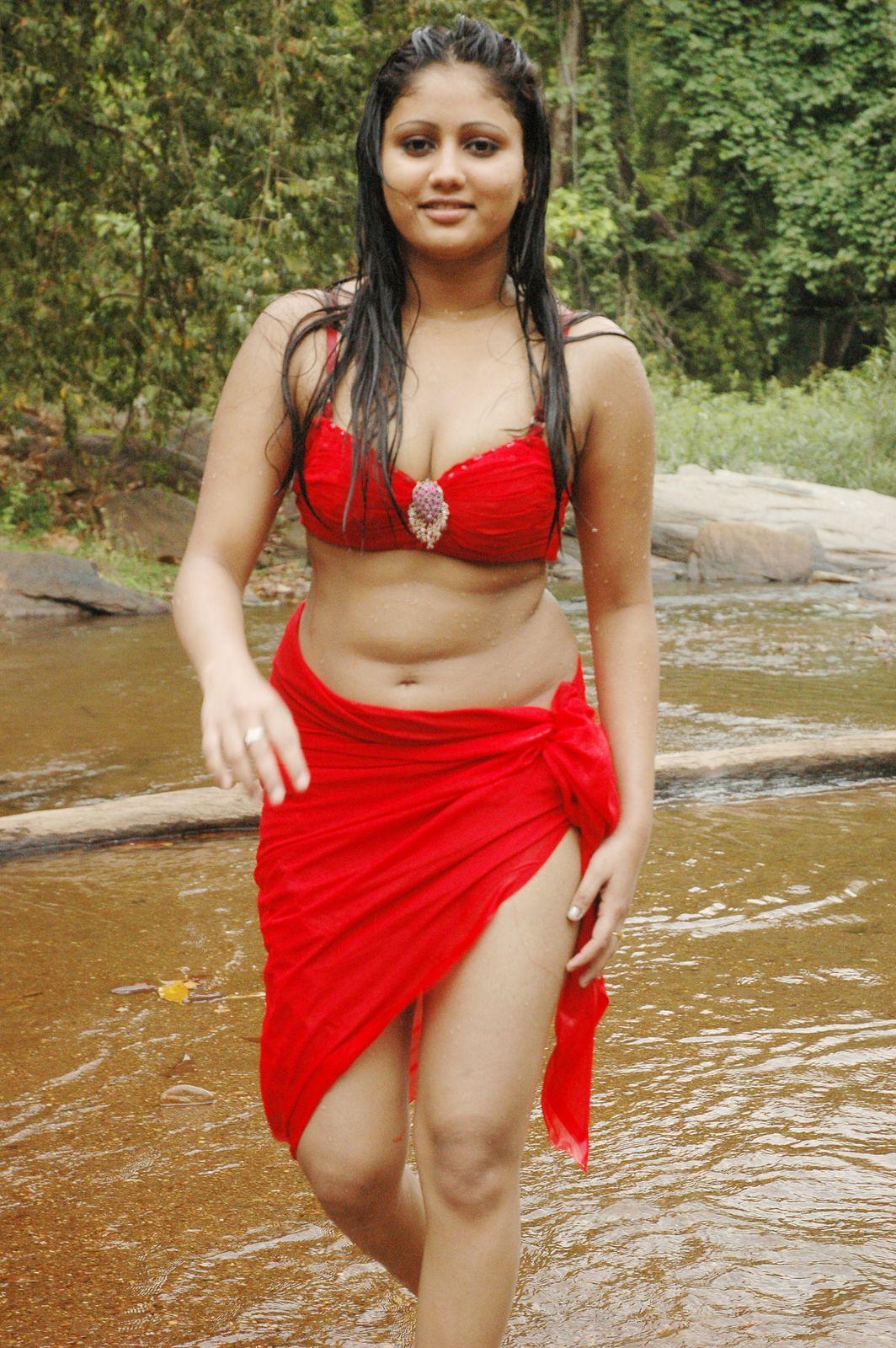 Tamil Actress Amrutha Valli hot wet Navel Show Photos