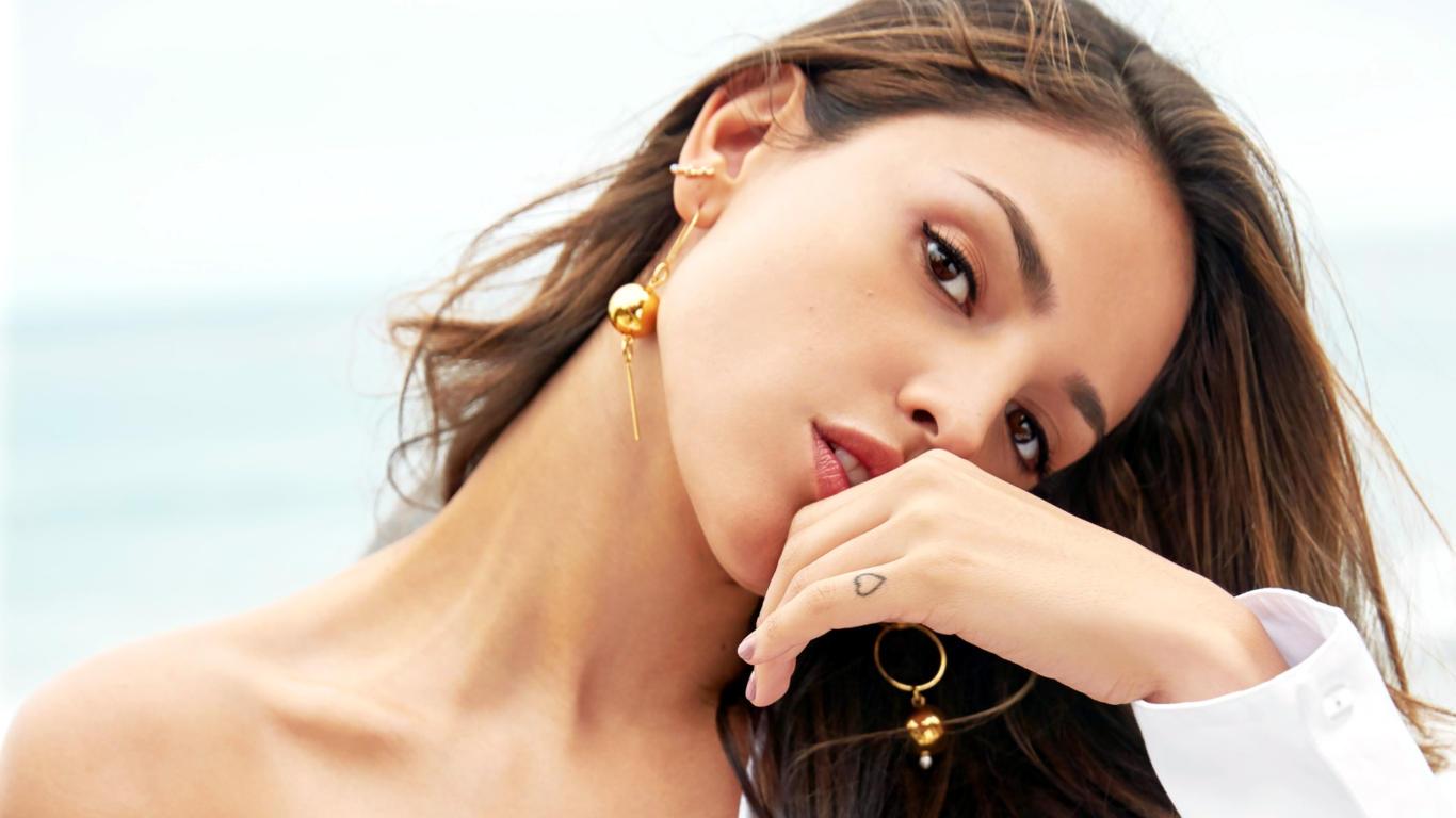 Eiza Gonzalez Hot Expressions HD Wallpaper