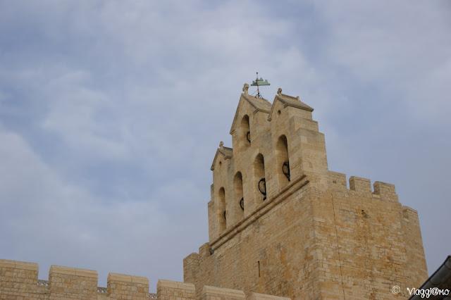 Il tetto ed il Campanile della Chiesa di Les Saintes Maries de la Mer